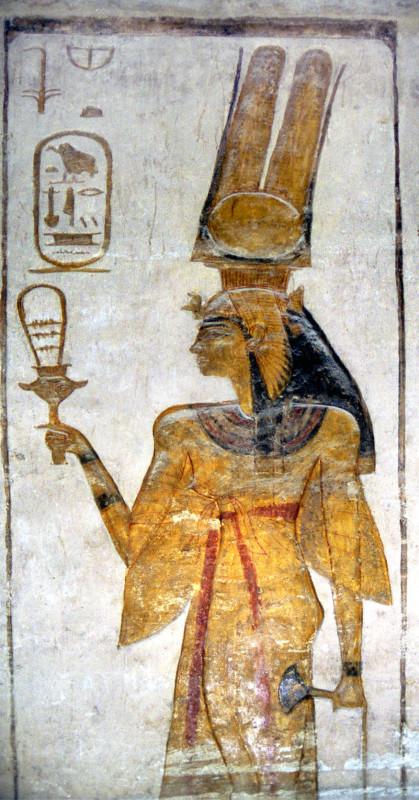 Нефертари с систром в руке. Фреска храма Абу-Симбела.